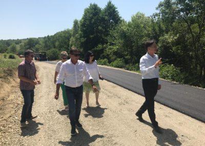 Primul strat de asfalt pe drumul care leagă cele trei Gârbove și reînceperea lucrărilor pe DJ 107 K Galda de Jos – Întregalde